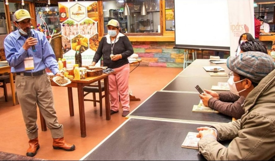 Productores de AAPIMMACH y el IPDRS participan de un Intercambio con actores privados para posicionar la miel del Chaco  en la Ciudad de La Paz